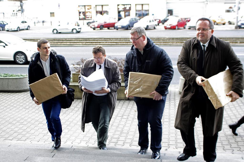 Białecki złożył w Sądzie Okręgowym w Warszawie 3585 kopi protestu wyborczego